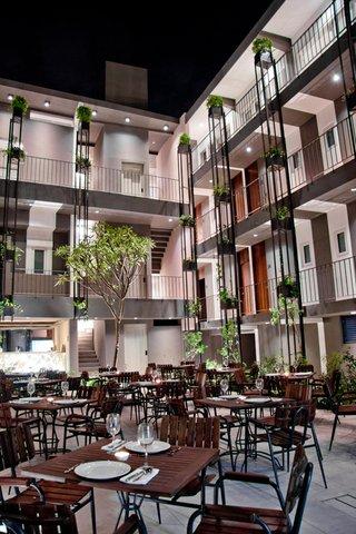 Flor de Mayo Hotel & Restaurant - Patio
