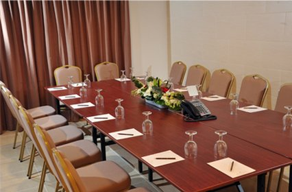 V Continents Exe Suites - Meeting Room