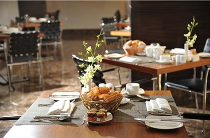 V Continents Exe Suites - Restaurant