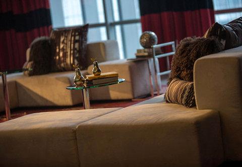 Renaissance Beijing Capital Hotel - Lobby   Sitting Area