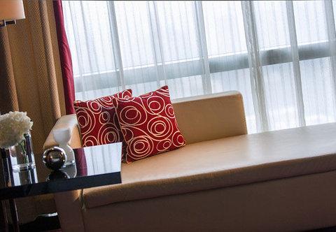 Renaissance Beijing Capital Hotel - Deluxe King Room   Sitting Area
