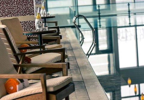 Renaissance Beijing Capital Hotel - Indoor Pool - Seating