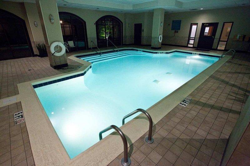 Embassy Suites Louisville Vista della piscina