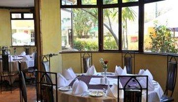 Cresta Oasis Hotel - Restaurant
