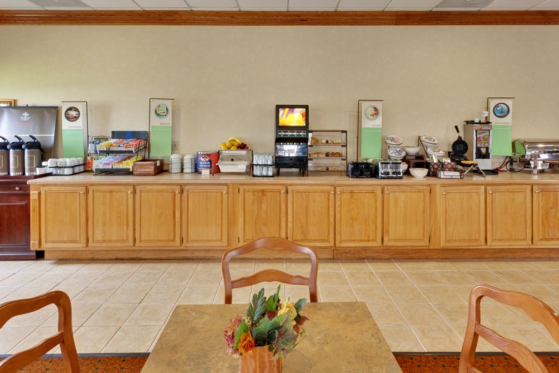 Country Inn & Suites - Clarksville, TN
