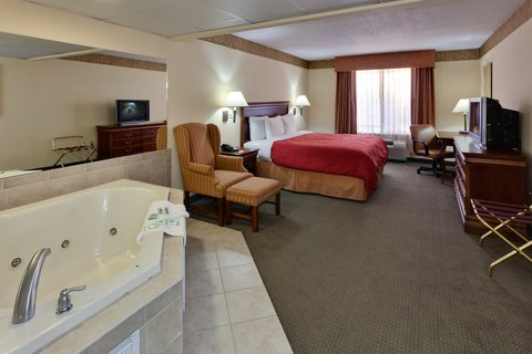Country Inn & Suites By Carlson, Clinton I-75, TN - CountryInn Suites Clinton  WhirlpoolSuite