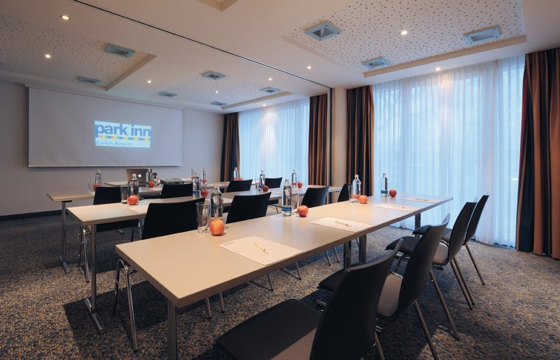 Park Inn by Radisson Zurich Airport Konferenciaterem