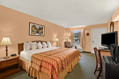 Baymont Inn & Suites Anderson Clemson - Standard King Room
