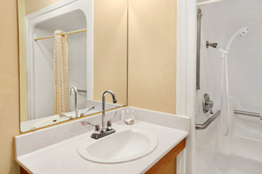 Baymont Inn & Suites Anderson Clemson - Accessible Bathroom