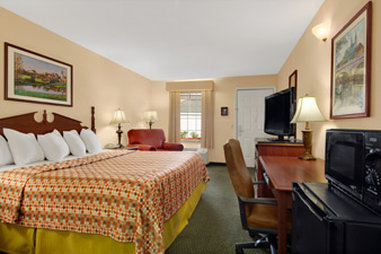 Baymont Inn & Suites Waycross - Standard King Room
