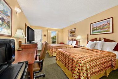 Baymont Inn & Suites Waycross - Standard Double Room