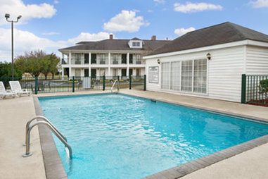 Baymont Inn & Suites Waycross - Pool