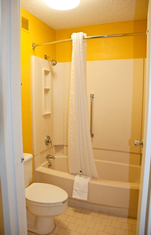 Budget inn in kingsport tn 37660 citysearch for Cheap bathroom suites