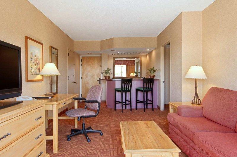 Hilton Phoenix Airport Suite