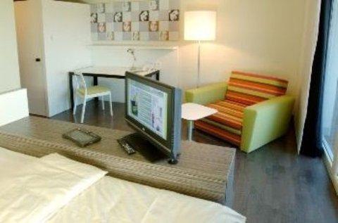 Harrys Home Graz - Room