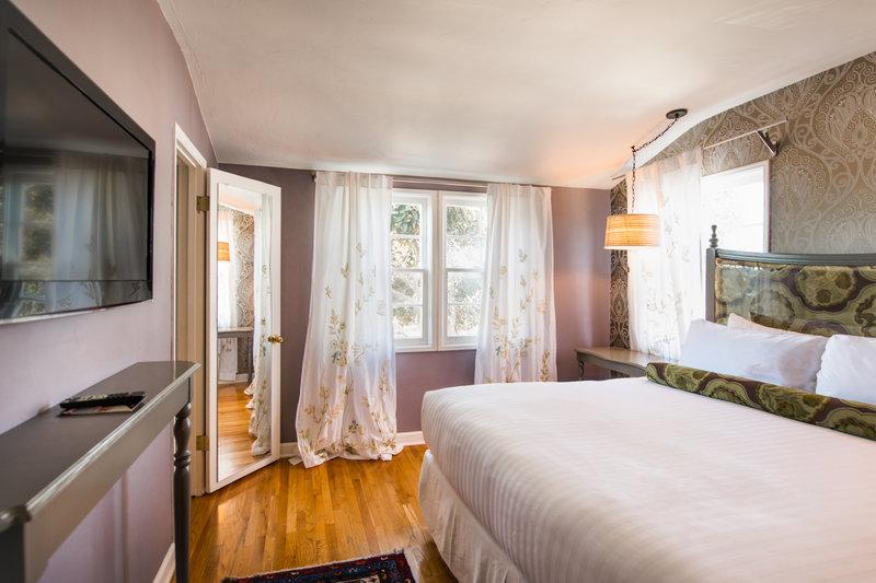 Lafayette Hotel Inn & Suites - San Diego, CA