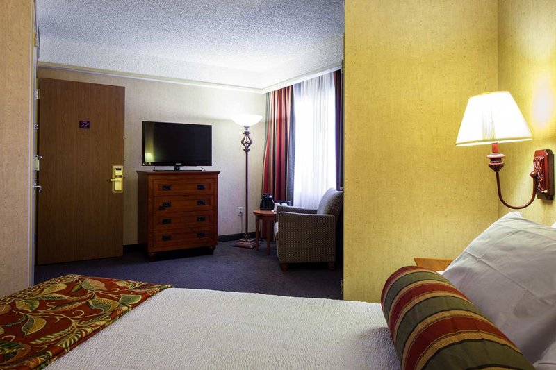 Embassy Suites San Antonio - International Airport Szobakilátás