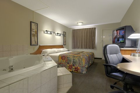 Red Roof Inn Findlay - King Suite with Jacuzzi