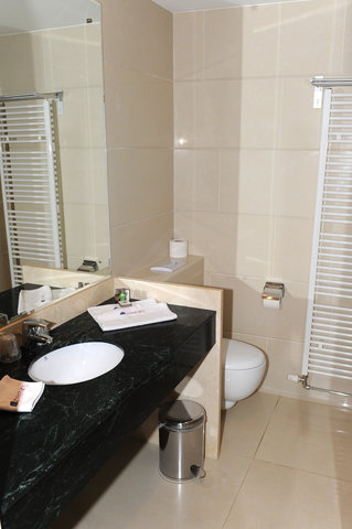 BEST WESTERN Zimmerhotel - Guest Bathroom
