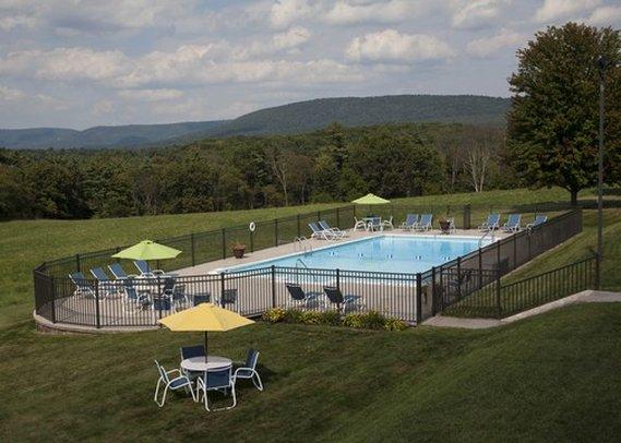 Quality Inn-Breeze Manor - Breezewood, PA