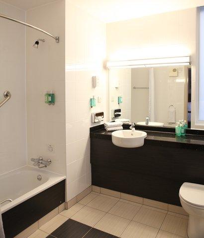 جوريز إن برمنغهام - Jurys Inn Birmingham Bathroom