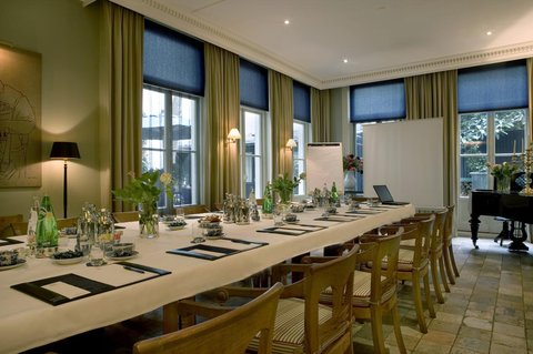Hotel 717 - Strawinsky Meeting Room