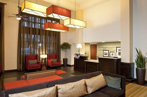 Hampton Inn - Suites Nashville-Vanderbilt-Elliston Place - Hotel Lobby