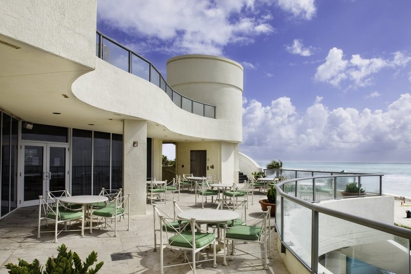 Doubletree Ocean Point Resort & Spa - Miami Beach North Bar/salónek