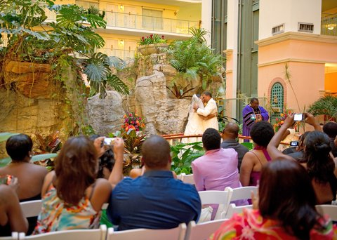 Embassy Suites Fort Lauderdale - 17th Street - Atrium Ceremony