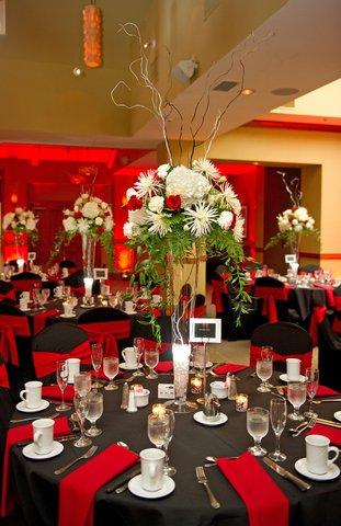 Embassy Suites Fort Lauderdale - 17th Street - Holiday Table Centerpiece   TERRA Ballroom