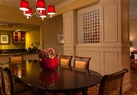 Charlotte Marriott SouthPark - Presidential Suite Dining Area