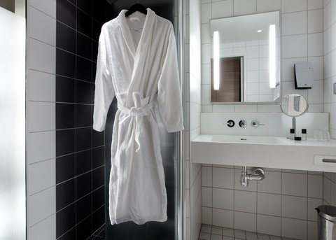 Gothia Towers - Standard Room Bathroom at Gothia Towers Gothenburg