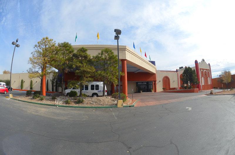 Park Inn by Radisson Hotel & Water Park | 2500 Carlisle Blvd NE, Albuquerque, NM, 87110 | +1 (505) 888-3311