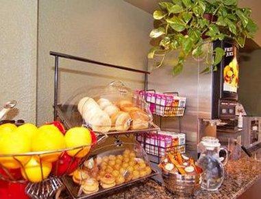 Ramada Albuquerque Airport - Breakfast Setup