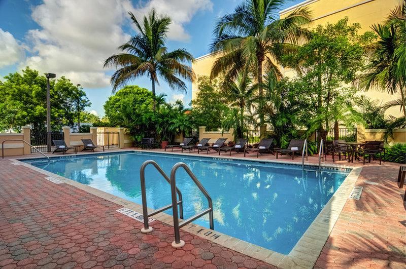 Hyatt Place Fort Lauderdale Airport-North Uima-allasnäkymä