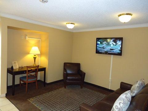 Candlewood Suites EMPORIA - Lobby