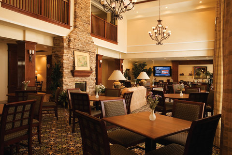 Staybridge Suites CO SPRINGS-AIR FORCE ACADEMY - Dining area