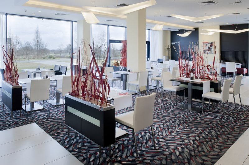 Holiday Inn Prague Airport 餐饮设施