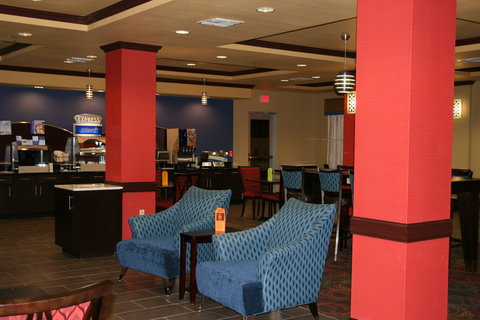 Holiday Inn Express & Suites GEORGE WEST - Guest Great Room and Dining Area