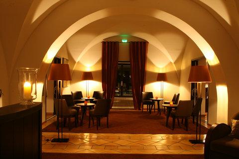 La Villa - Entree Restaurant