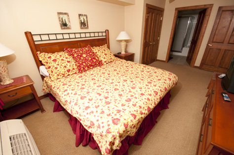 Highland House - Bedroom