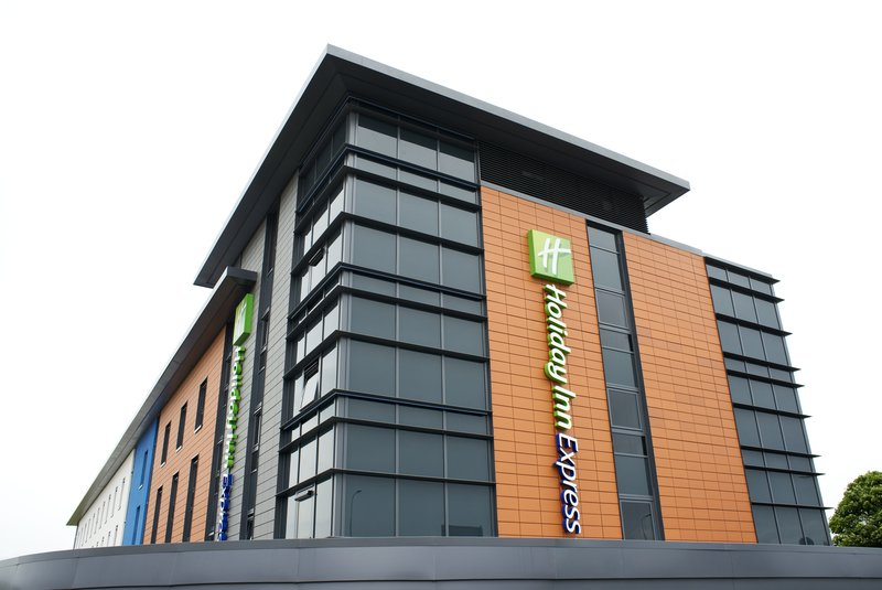 Holiday Inn Express Dunstable Pohled zvenku