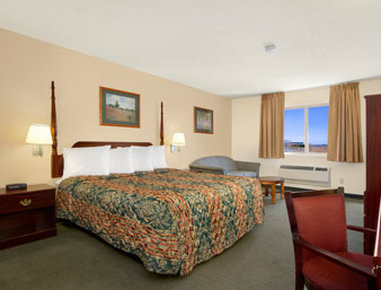 Days Inn Colorado Springs Airport - Guest Room with One Bed