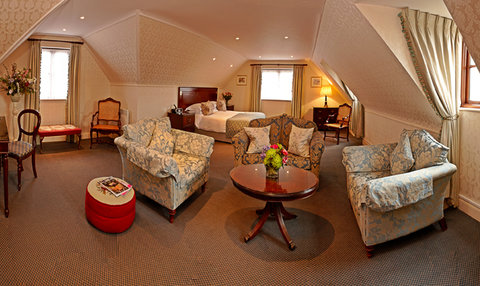 Greenhills Country Hotel - Deluxe Room