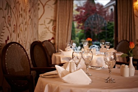 Greenhills Country Hotel - Restaurant With View To Gardens