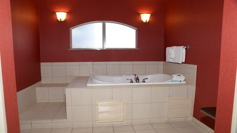 Holiday Inn Express Hotel & Suites Centerville - Jacuzzi Suite