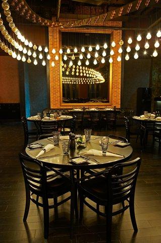 فندق كراون بلازا أبوظبي, جزيرة ياس  - Stills European Bar   Brasserie