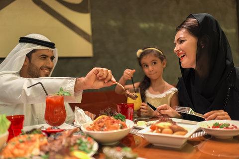 فندق كراون بلازا أبوظبي, جزيرة ياس  - Family Dining in Barouk is a special time