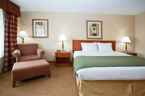 Holiday Inn Express GLENWOOD SPRINGS (ASPEN AREA) - King Bed Guest Room