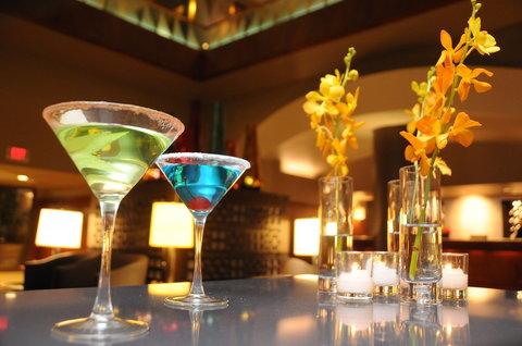 The Magnolia Hotel Dallas - Dallas Lobby With Martini